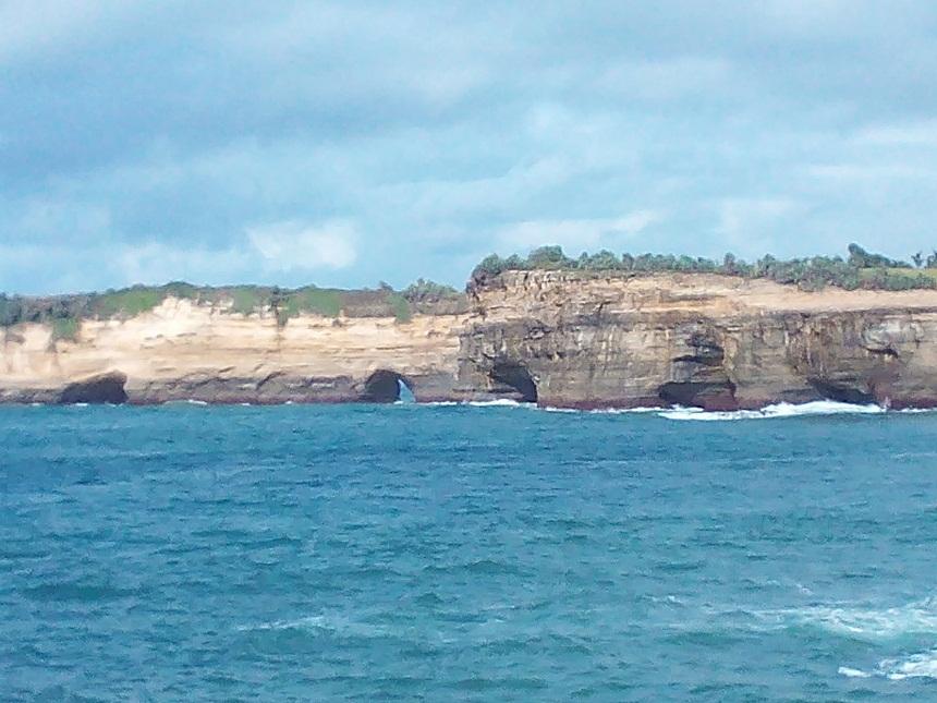 Wisata Pantai Klayar Pacitan