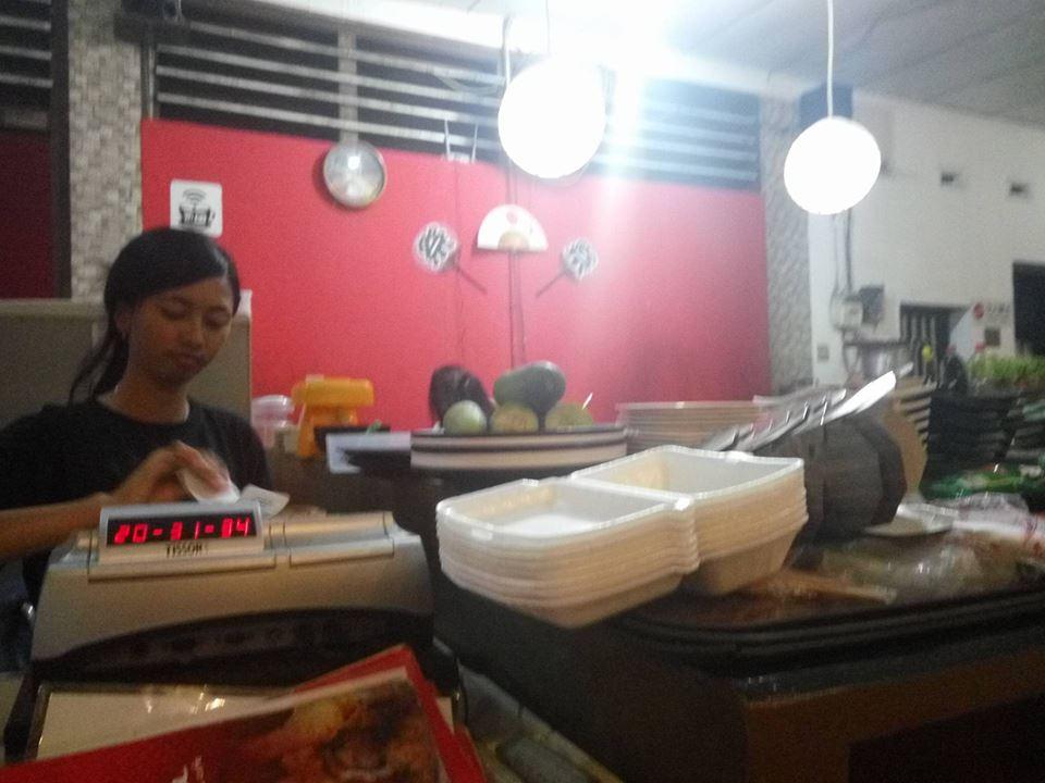 kizuna-sushi-bar-cafe-surabaya-kasir