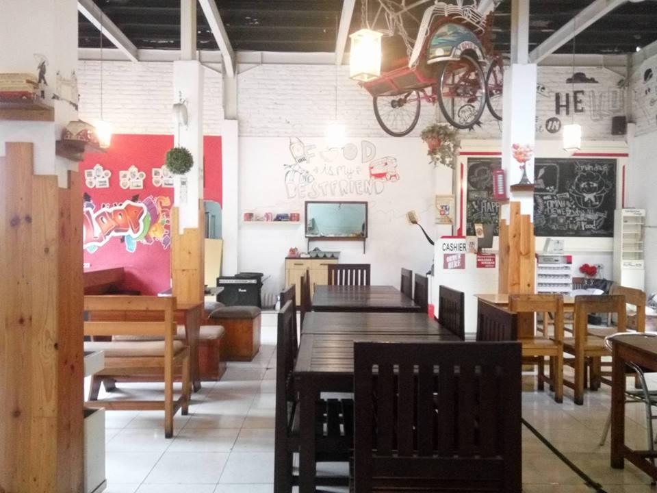 Menanti Redanya Hujan di Cafe Omah Dewe Sidoarjo