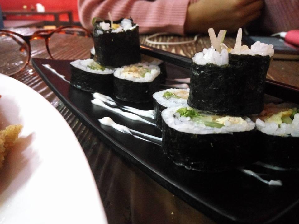 nyicipin-sushi-di-kizuna-sushi-bar-cafe-surabaya