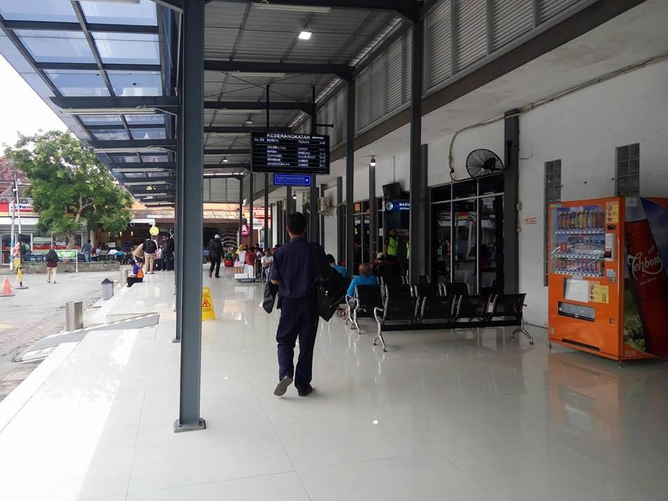 Perjalanan Kereta Api dari Stasiun Pasar Turi ke Stasiun Bandung