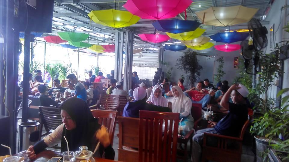 Malam Minggu di Cafe Jangkrik Bos Gresik