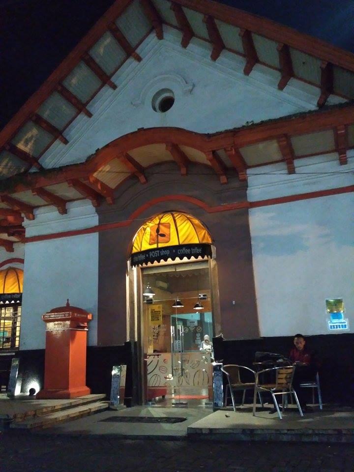 Tempat Nongkrong Malam di Post Shop Coffee Toffee Surabaya Taman Apsari
