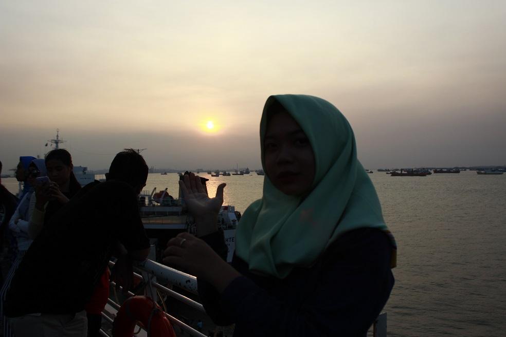 Melihat Sunset di Surabaya North Quay