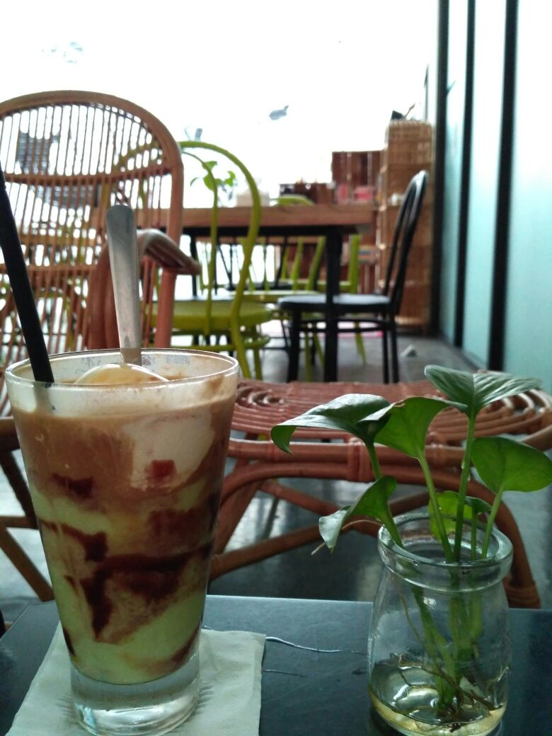 libreria eatery surabaya cafe