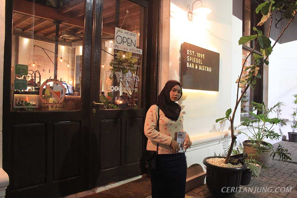 'Spiegel Bar & Bistro' Gaya Khas Eropa di Kota Lama Semarang