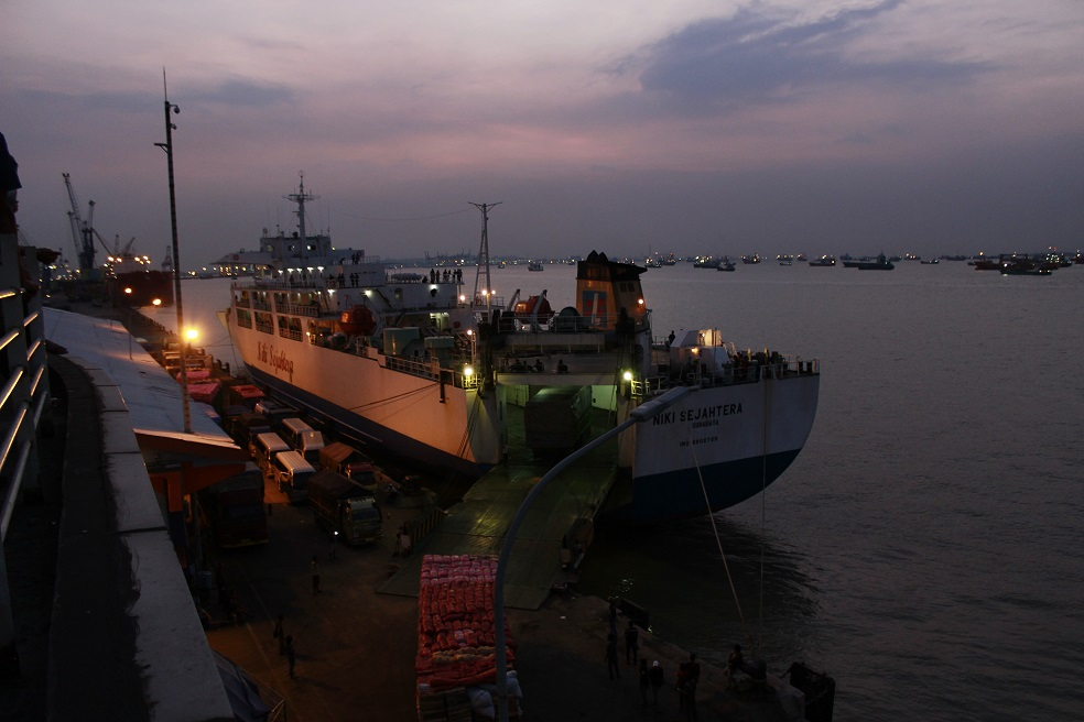 kapal di surabaya north quay