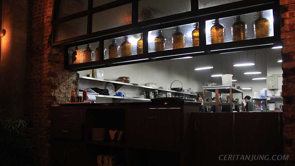 'Spiegel Bar & Bistro' Gaya Khas Eropa di Semarang