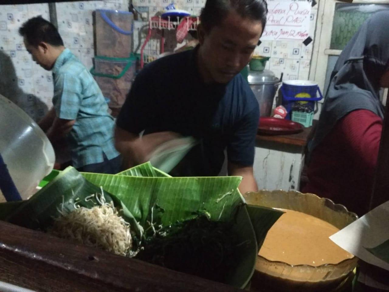 Nasi Pecel Pincuk Jembatan Waru
