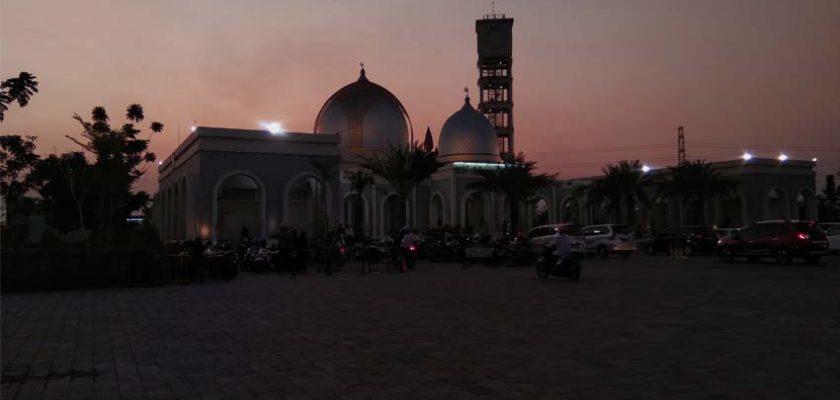 Megah dan Kenyamanan Masjid KH Ahmad Dahlan Gresik