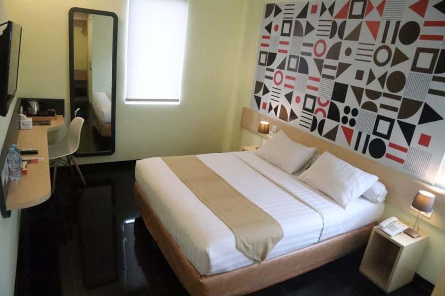 Hotel Front One Inn Kediri
